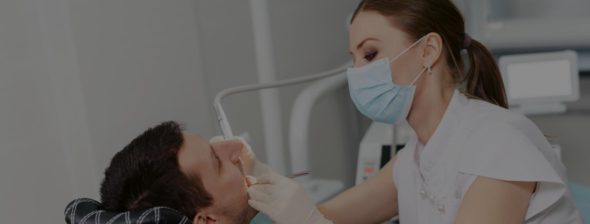 Un suivi régulier chez votre dentiste vous permettra  une détection précoce de la carie.